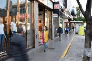 Proponen asistencia económica para comerciantes inquilinos