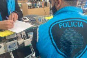 Balvanera: Clausura locales y secuestran 150 celulares